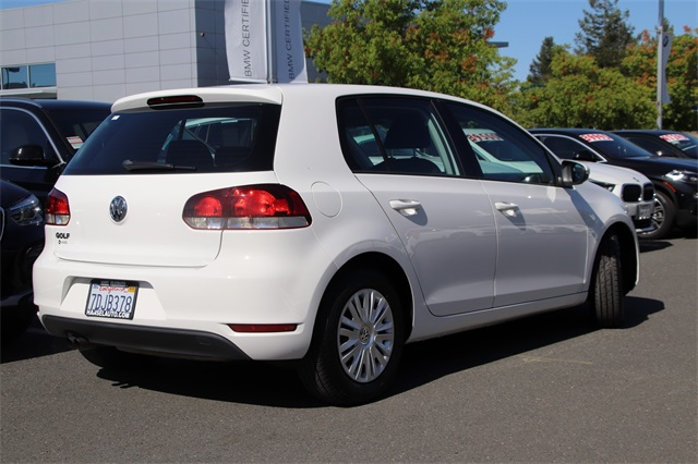 Pre-Owned 2014 Volkswagen Golf 2.5L